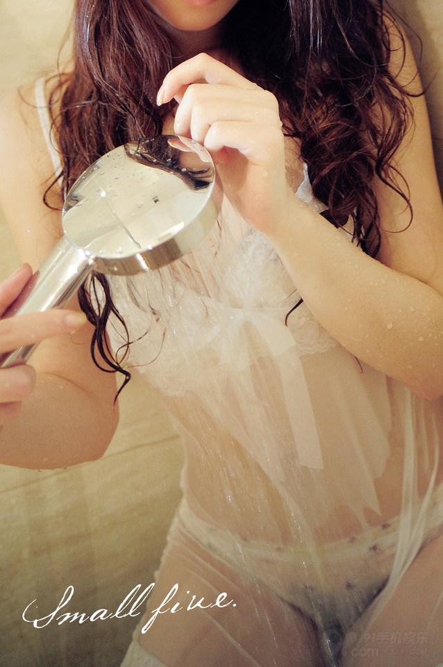 性感小美女浴室湿身写真