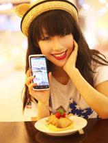 俏皮美女与HTC One X的温暖邂逅